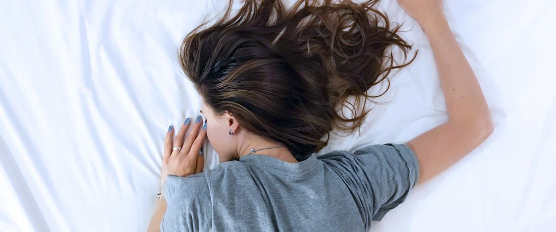 Kissen und Matratze für Bauchschläfer happy